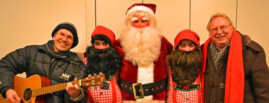 detlef Dreessen (linls) und Vossi (rechts) gemeinsamer Einsatz beim Weihnachtsmannwecken für mehrere hundert Kinde in Bad Segeberg